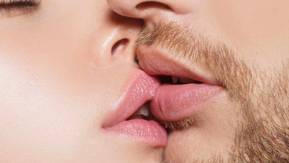The Surprising Number Of Calories You Burn While Kissing